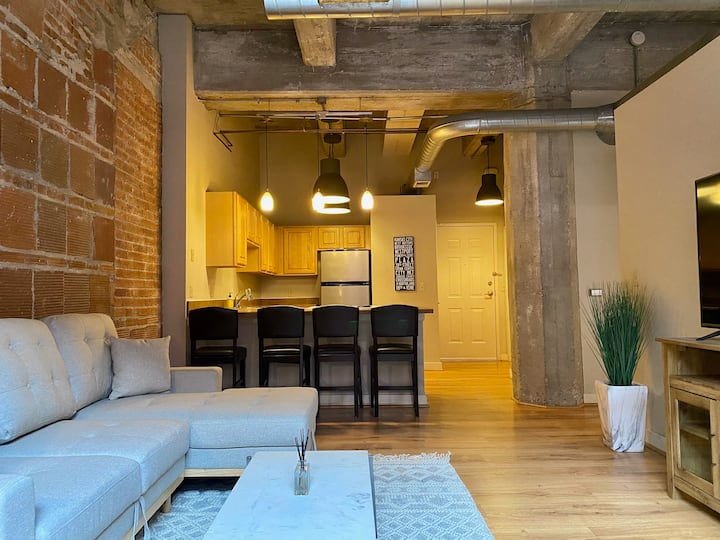 Hip, Urban Loft Available in the Heart Of Downtown
