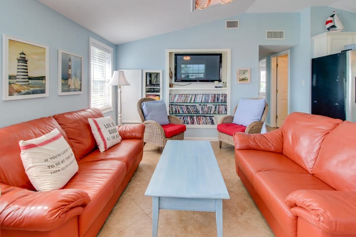 Breezy, dog-friendly home with a deck, Gulf views & easy access to the sand!