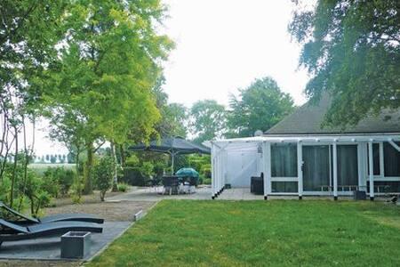 Oud Kempen Bung. 141 - Stavenisse