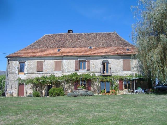Elegant farm house near Dordogne - Queyssac-les-Vignes