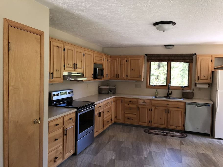 Spacious kitchen and dining area!
