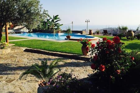 villa  isole Eolie sicilia B&B mare - Capo d'orlando