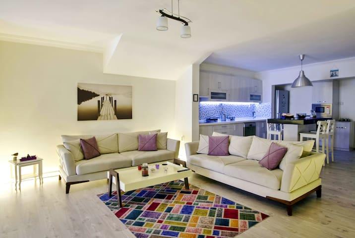 Modern, open plan, city centre, close to amenities