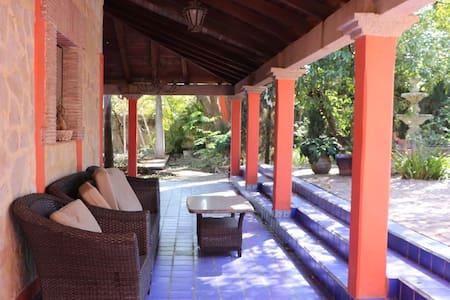 Casa bonita amplia,villa estilo mexicano-moderno - Berriozábal