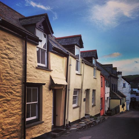 Fisherman's cottage in heart of village - Port Isaac - 獨棟