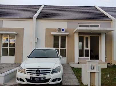 CHEAP BRAND NEW HOUSE WITH AIRCON & BED