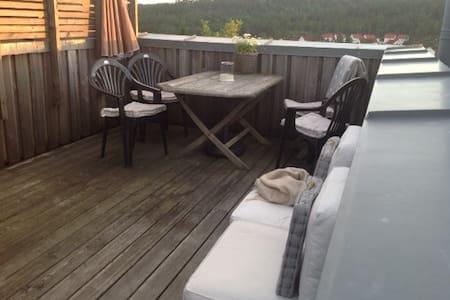 Hytte i Risør/Øysang, nær badeplass i ferskvann - Søndeled