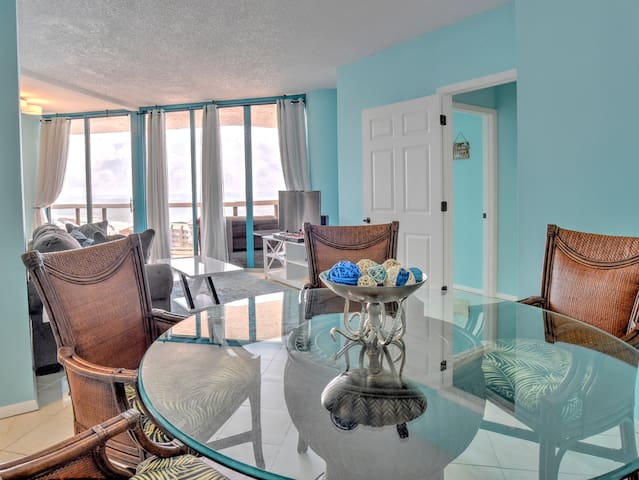 Renovated Condo On The Beach - Surfside 1209