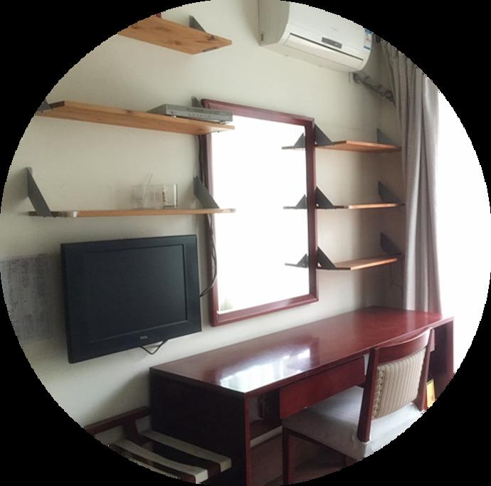 书桌+电视+隔板储物空间