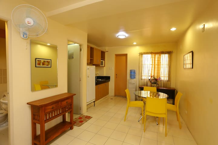 Get the feeling of living in a home at Macopartel - Las Piñas - Apartment