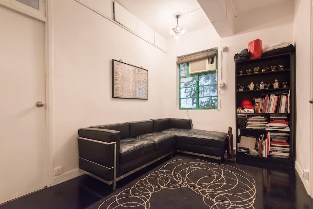 Double room in unbeatable location appartements louer hong kong hong kong island hong kong - Farbiges modernes appartement hong kong ...