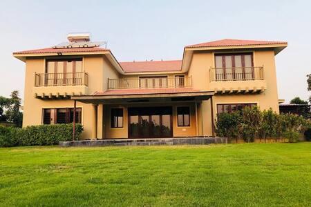 Kalhaar blues&greens Luxurious golf Villa(entire)