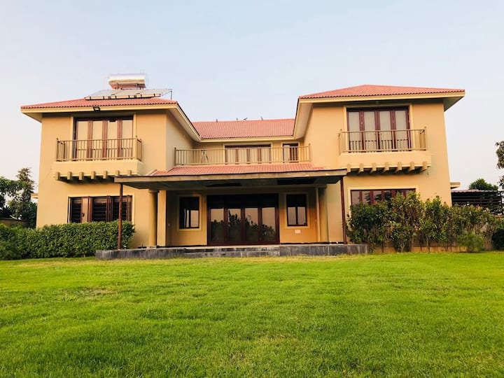 Kalhaar blues&greens Luxurious golf Villa(entire)
