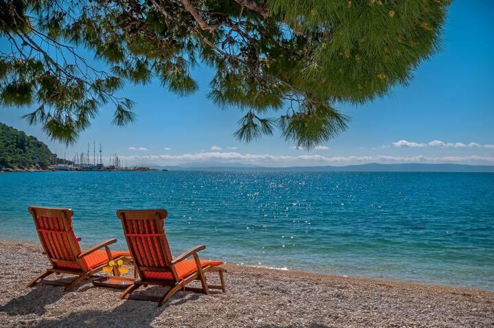 Holiday Home Villa Bratus right at the beach in Bratus - Makarska