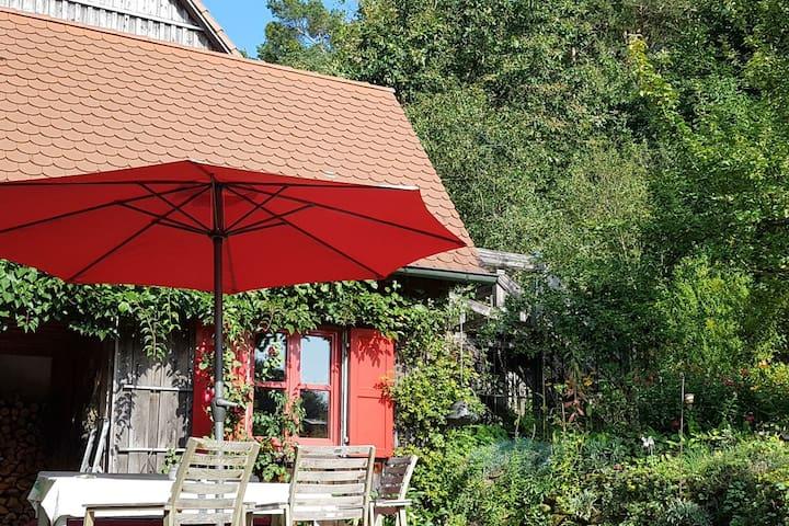 DZ im idyllischen  Holzhaus mit naturnahen Garten