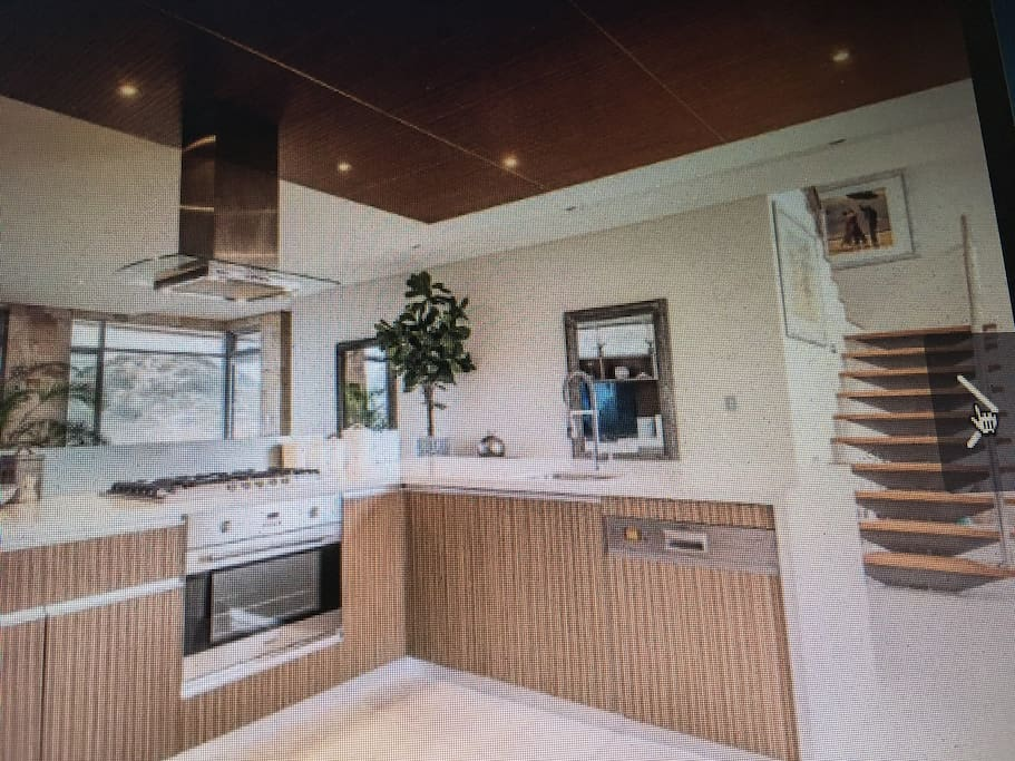 Kitchen Overlooking Family Area - Quality Appliances