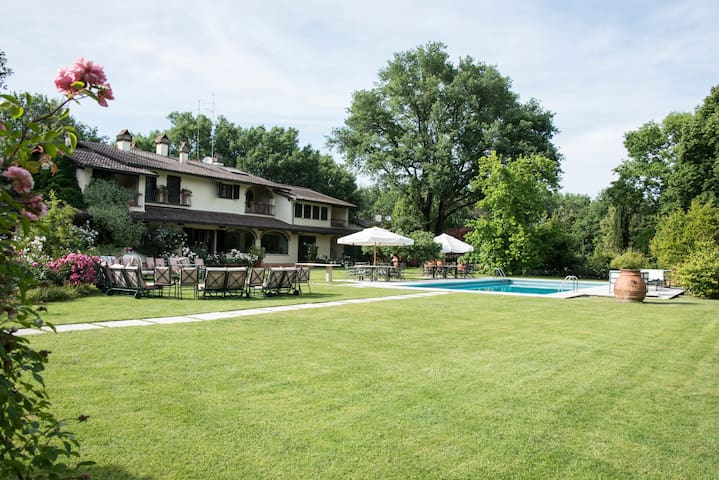 Villa Il Roseto: romantic country house with pool - Pieve al Toppo