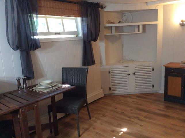 Loft demi sous-sol et chambre privée