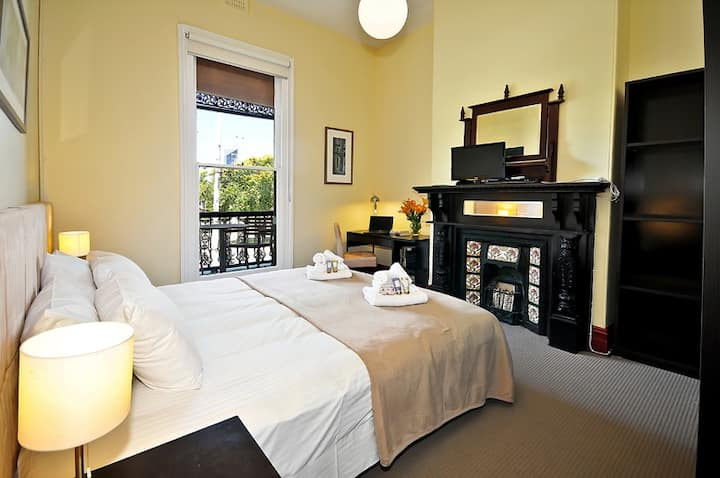 Large Double / Twinshare Room in Carlton