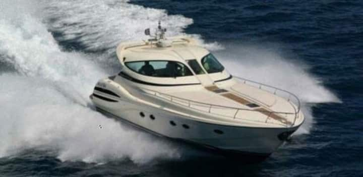 Σκαφος αναψυχής private yacht
