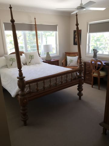 Sunny double room close to beach