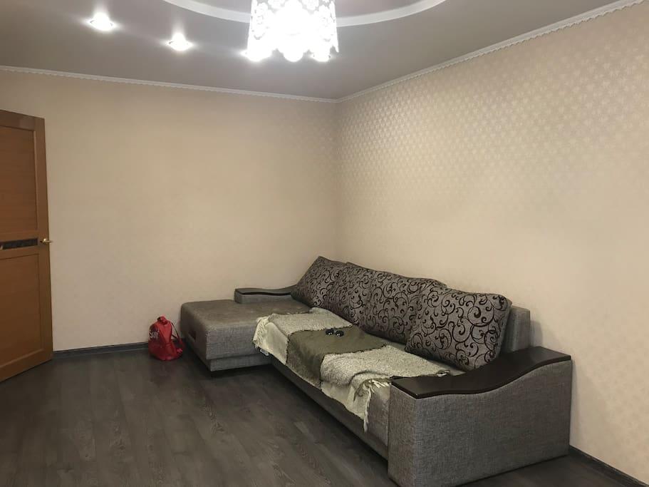 Большой трёхметровый диван, очень комфортный