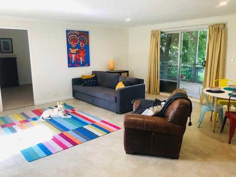 Country Cottage, pet friendly & close to Canberra