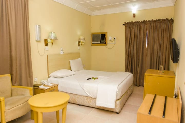 EEMJM HOTELS AND SUITES LIMITED - Classic Room