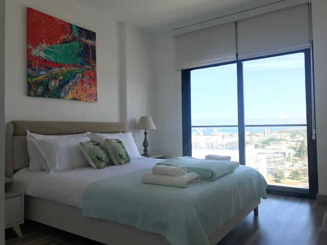 BNT Luxury 2 bedroom Flat with Sea & Mountain view