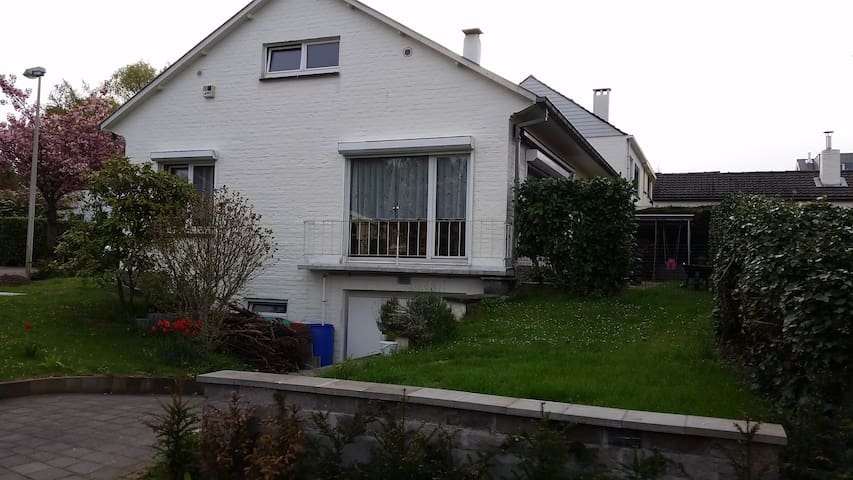 Brussel-Wezembeek Villa - Wezembeek-Oppem - House