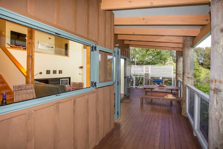 Mahurangi East 2 bedroom cottage with a view