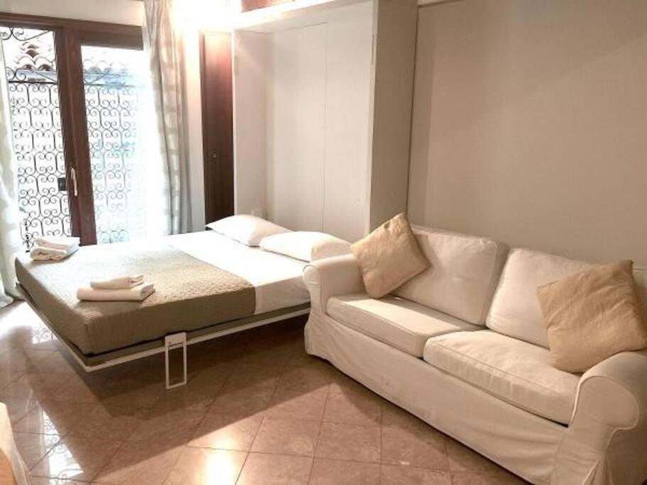 Bed and sofa bed - Letto e divano letto
