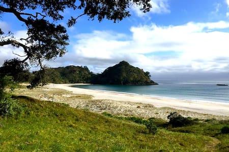 Medlands Beach Lodge GB Island - Great Barrier Island
