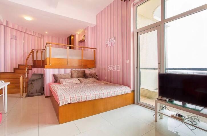 圣亚.星海地铁一号线粉红复式海景大床房