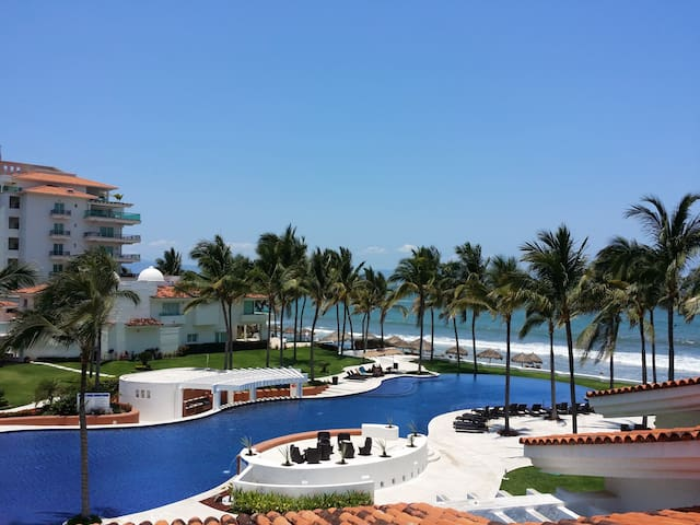 Beachfront Luxury House in condo, Nvo Vallarta
