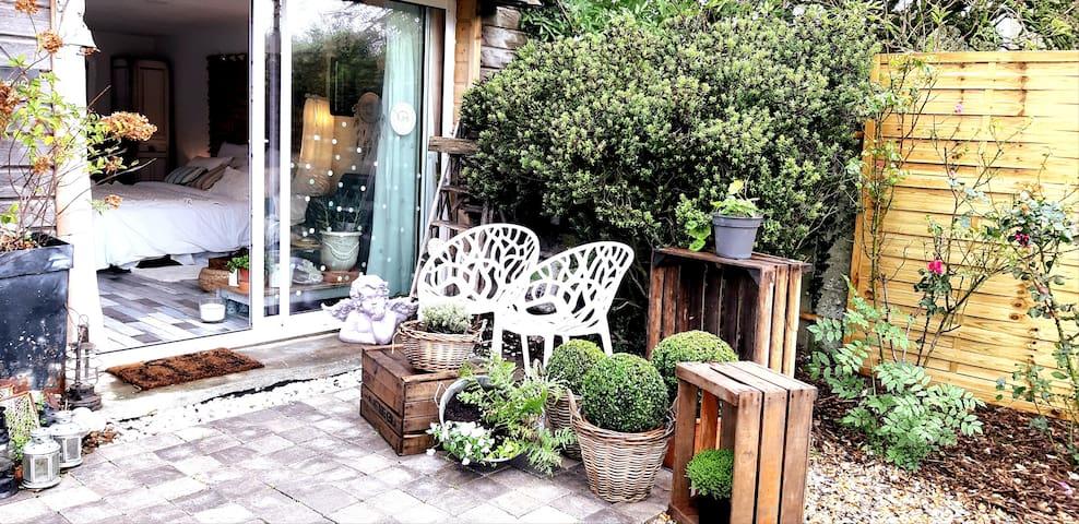 Petite terrasse privée à l'avant