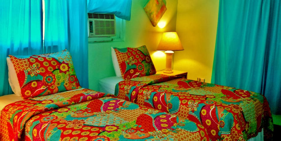 CHARMING AIRCONDITIONED BEDROOM