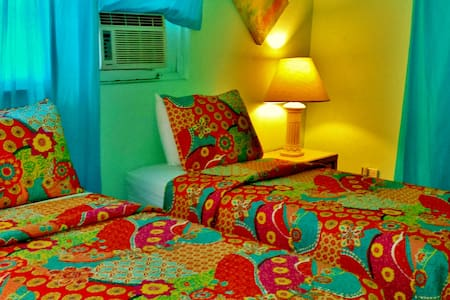 CHARMING AIRCONDITIONED BEDROOM - Casa