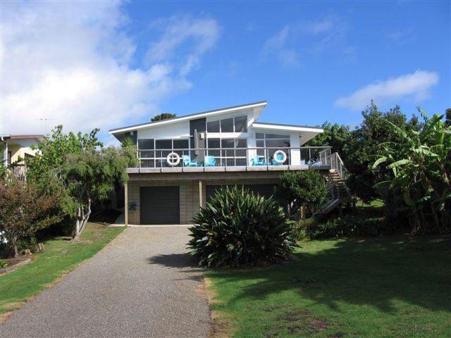 Mangawhai Heads Beach House by the water