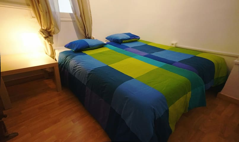 5 min walking to city center! Doble room Blue - Málaga - Leilighet