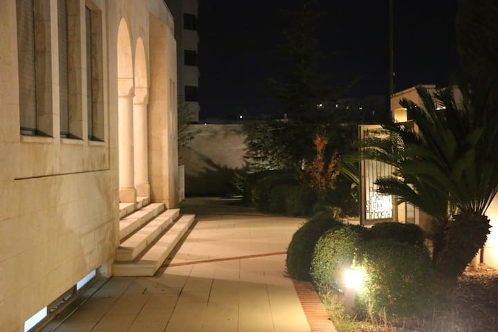 Central Amman Villa (Room 3) near Airport Access