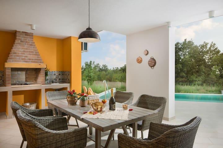Villa TARTUFFO with a private open pool and sauna
