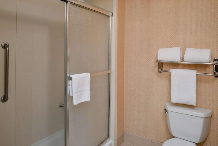 Suitable Suite Two Double Beds Non Smoking At Yosemite International Fresno Airport