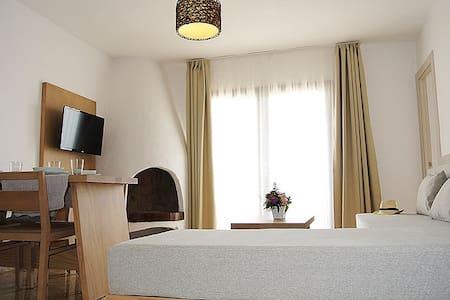 Cozy and quiet apartments whit amazing sea view! - Sant Antoni de Portmany - Apartament