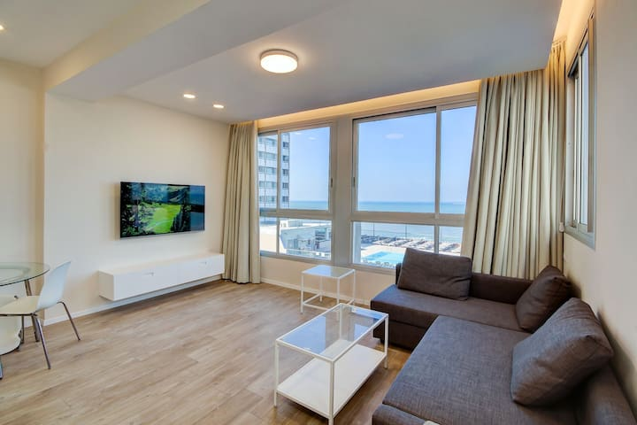 Luxury 1bed Apartment- Beach Front!