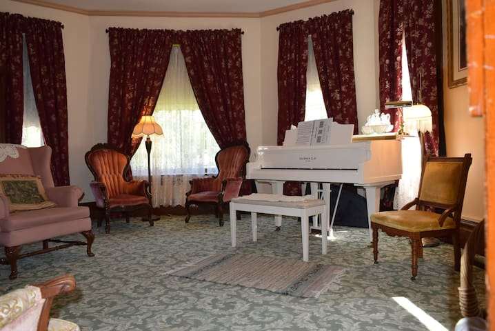 Common Parlor