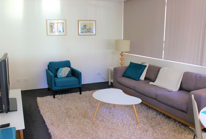 Circular Quay apartment, two minutes to the ferry