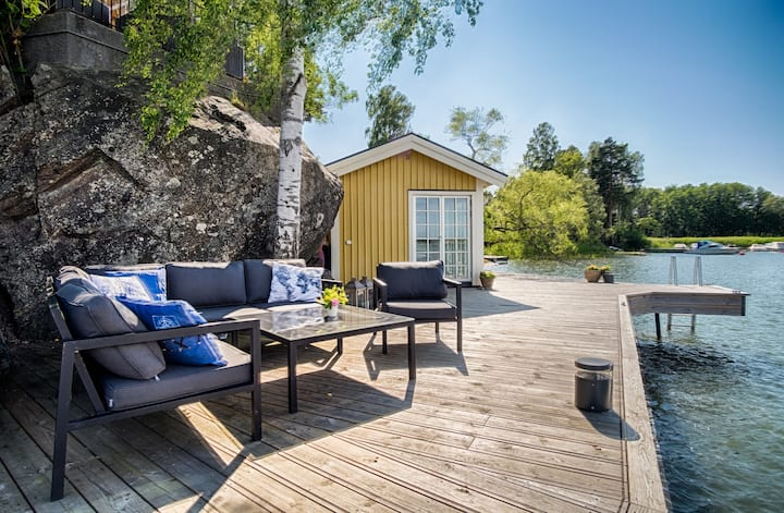 Guest house with sauna by the lake, close to Sthlm