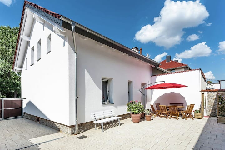 Bright, modernly furnished ground-floor apartment with terrace in Thale