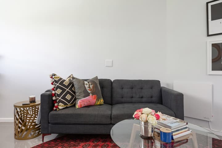 Chic, Artsy Apartment Opposite Green Point Park